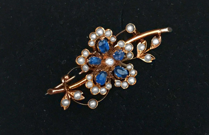 Biedermeier floral brooch with sapphire and pearls made of 333 / 14 kt, approx. around 1890
