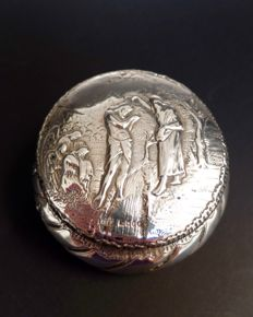 Silver round host box, importer Edwin Thomson Bryant, London, 1897
