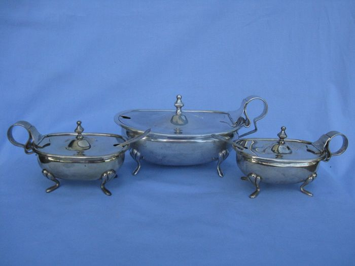 Cheese bowl and pair of saltshakers in Silver 800 - Florence - Italy - 20th century - 524 g