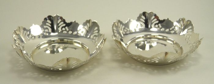 Pair of silver sweet dishes bowls, Viner's Ltd (Emile Viner), Sheffield 1966