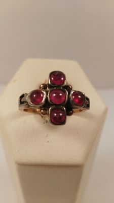 Ring in 14 kt gold with ruby, size 16