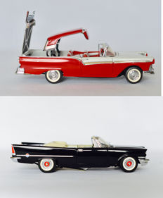 Franklin Mint - Scale 1/24 - 1957 Ford Fairlane 500 Skyliner - White/red & 1957 Chrysler 300C