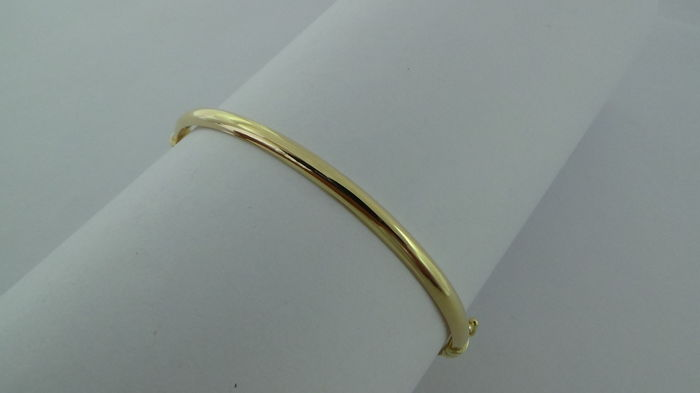 14 kt gold bangle – Diameter: