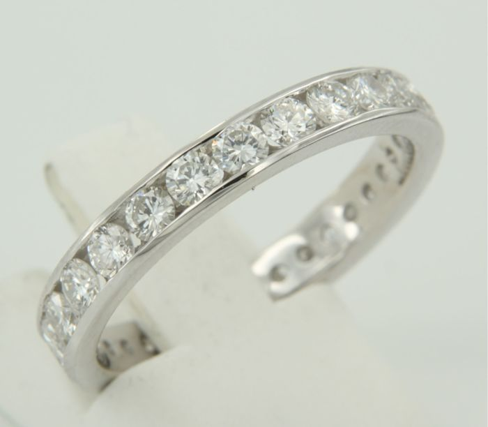 14 kt white gold full eternity ring set with 25 brilliant cut diamonds in channel setting, in total approx.  1.90 carat - ring size 18.5 (58)