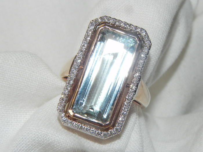 Ring, aquamarine with 0.28 ct of diamonds, cocktail ring 18 kt - 750