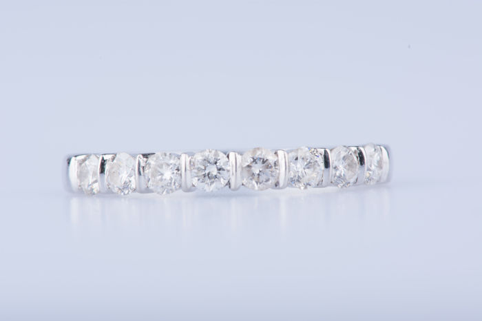 18 kt white gold ring, 8 diamonds approx. 0.40 ct in total; Size: EU: 50, US: 5 1/4