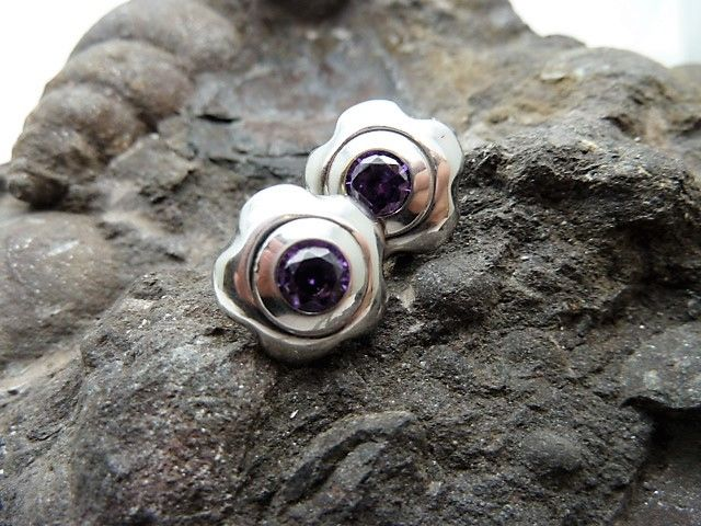 Earrings in 18 kt white gold with amethysts