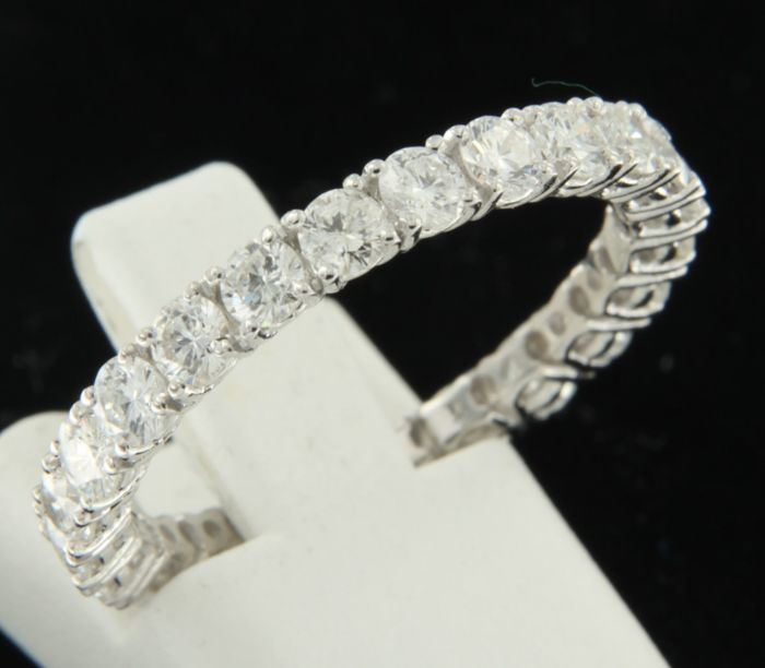14 kt white gold full eternity ring set with 23 brilliant cut diamonds, approx. 1.20 ct in total - ring size 18 (57)