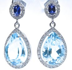 18 kt. White gold evening earrings with exclusive design, with 88 GH/SI diamonds, Large Blue Topazes (deep sky blue colour) and exceptional Ceylon AA colour Sapphires. Total: 1 ct, Length: 28.70 mm  No reserve price.