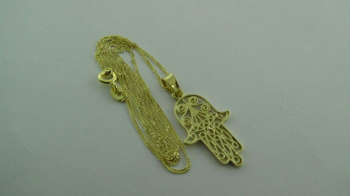 14 kt gold necklace with pendant (Hand of Fatima) – length: 45.5 cm