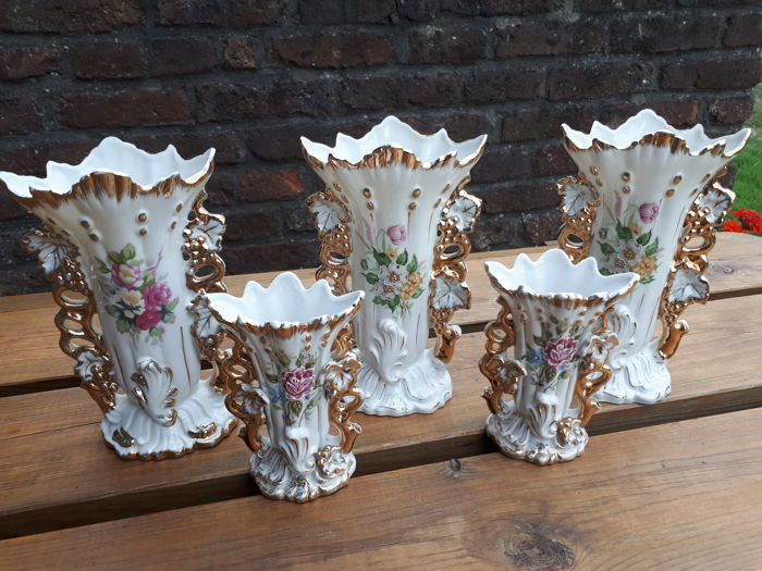5 conical cornet vases, porcelain of Brussels