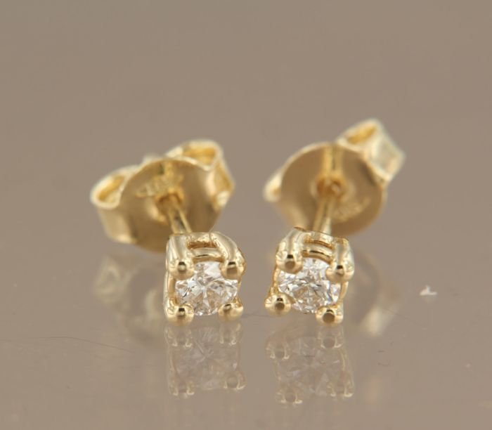 14 kt Yellow gold solitaire ear studs, set with brilliant cut diamonds, earring width: 3.8 mm