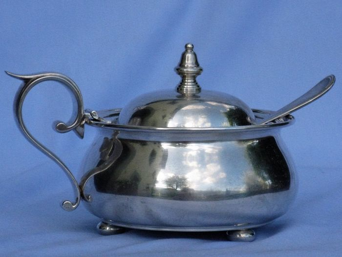 Gravy boat/cheese bowl with spoon in silver 800 - Florence - Italy, 20th century, 330 grams.