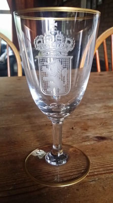 Chalice glass with engraved coat of arms of crystal