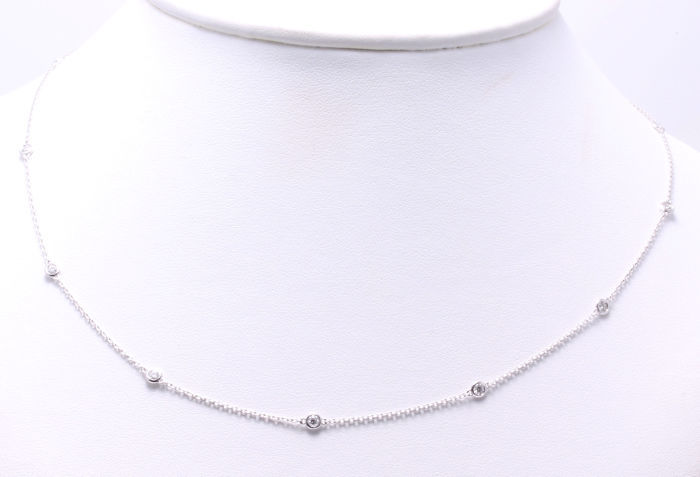 Diamond necklace with 10 diamonds, in total 0.50 ct ***