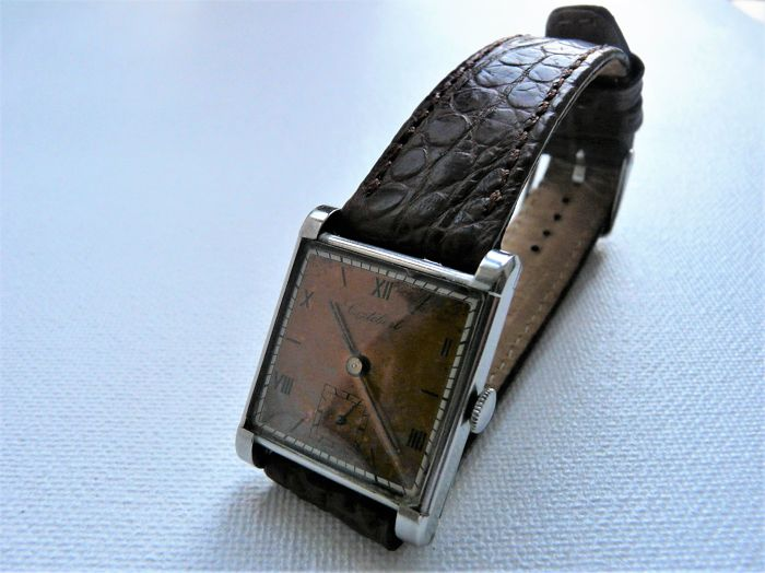 CORTÉBERT Man's Dress Wristwatch Circa Early 1950s