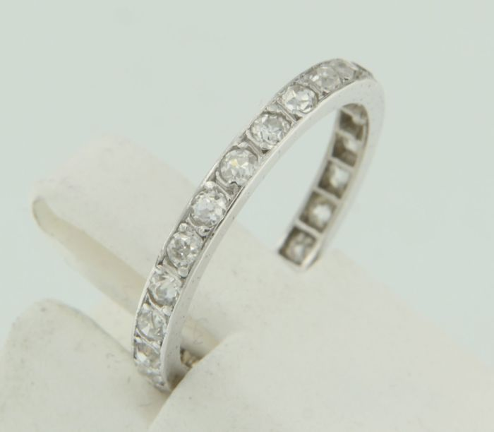 18 kt white gold full eternity ring set with 24 old cut diamonds - ring size: 15.25 (49)