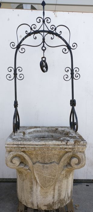 Vicenza stone well with iron curb, entirely hand carved - Italy, Venice - late 19th century