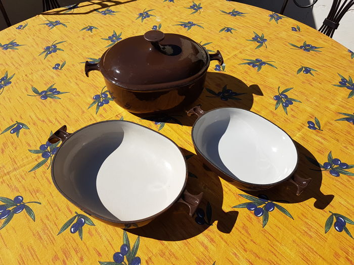 Set of cast iron, 2 dishes + a casserole, Le Creuset, design Enzo Mari la mama, vintage