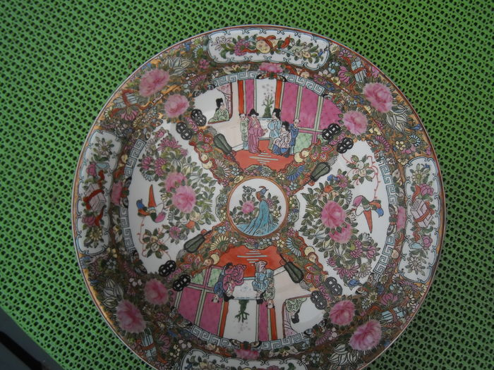 Large famille rose dish, Canton style - China - second half 20th century