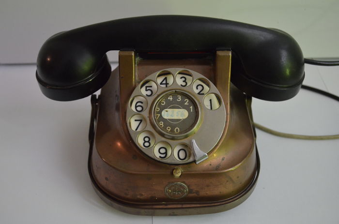 FTTR - old telephone with turning dial.