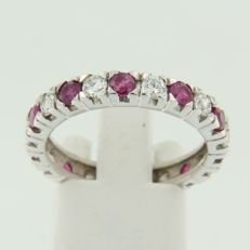 14 kt white gold full eternity ring set with brilliant cut ruby and diamond, ring size 18.5 (58).