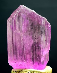 V-Shape Terminated Pink Color Natural Kunzite Crystal with Excellent Clarity - 90 x 59 x 24 mm - 290 gm