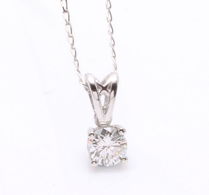 White gold solitaire pendant with one 0.33 ct brilliant cut diamond, including a free 45 cm gold necklace ***No minimum price***
