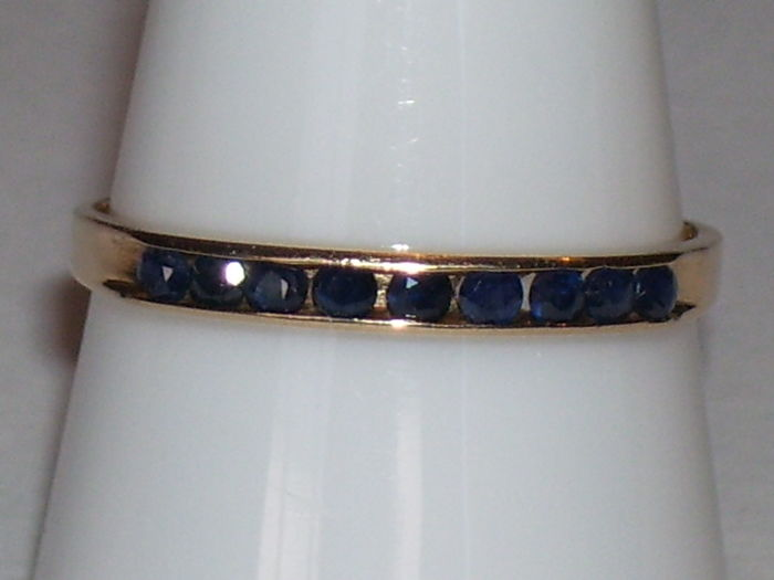 14 ct yellow gold ring met 9 Sapphire 0.18 ct. – size 19mm