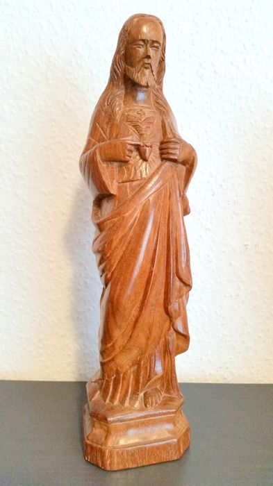Wooden figure showing the heart of Jesus - Germany