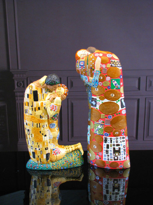 Gustav Klimt Mouseion - 2 Sculptures The Kiss & 'De Vervulling' (Fulfilment)