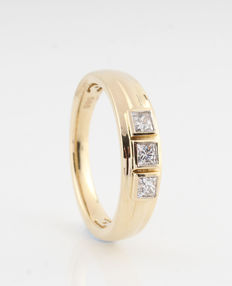 "14 kt yellow gold diamond ring 0.35 ct / 3 princess cut diamonds / G-H-VS2-VS1 / 4.00 grams & 56.5 ring size ""NEW"""