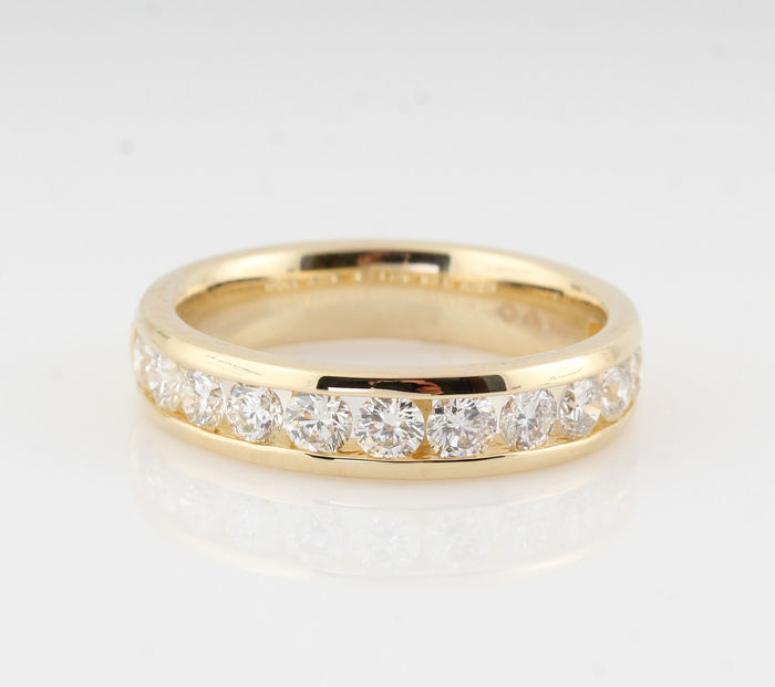 14kt gold diamond ring total approx . 1.01ct / 12 ronde brillianten / 4.40gr /  size  53.5 / G-H / VS2-VS1 /