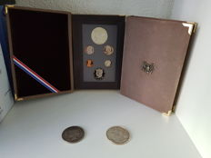 USA - coin sets 1983/1984 2 pieces & two silver dollars 1935/1987 2 pieces