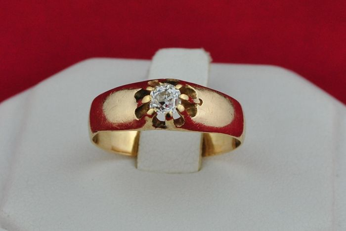 Solitaire Diamond (+/-0.25ct GH/VS-SI) set on 14k Yellow Gold Antique Engagement Ring - Size 53 *Re-sizable