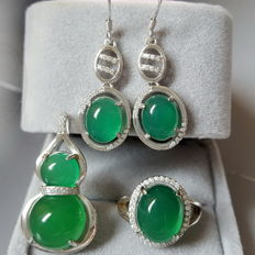 Chrysoprase Weight : pendant,approx 4.05 g,earring  : approx:4.4 g ,ring,4.2(3)