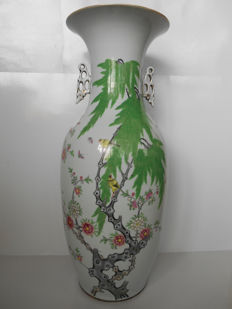 Large porcelain vase with a decoration of flora and birds - China - Republican period (1912-1949)