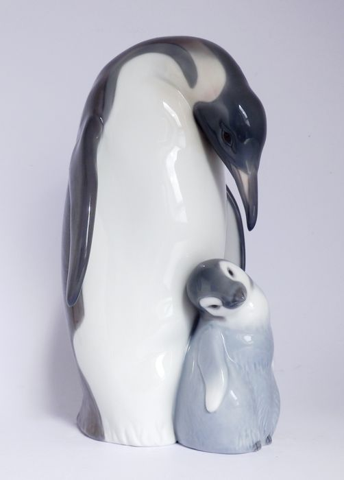 Lladro - penguin with young - porcelain
