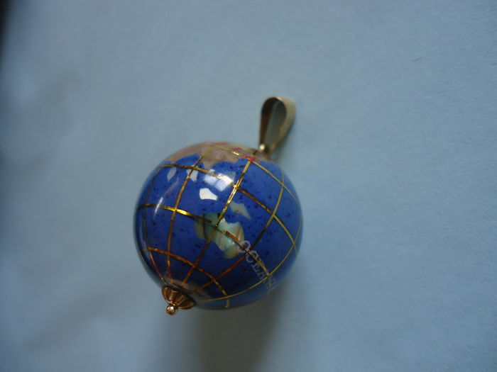 Globe of the World Pendant with 18 kt gold detail - Diameter is 20mm