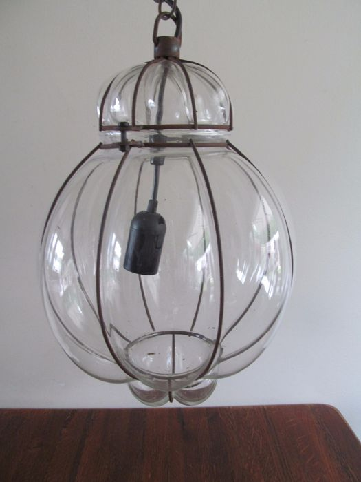 Mouth blown Venetian pendant lamp in iron frame