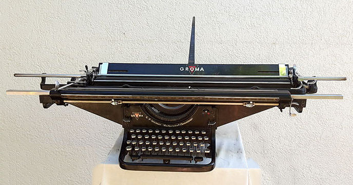 Groma typewriter with accounting carriage, 120 cm, G.F. GROSSER in Chemnitz Valley, 1924