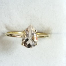 Rare & Natural 1.13ct Mozambique Morganite in yellow gold. Subtle pink classic design. certificated.