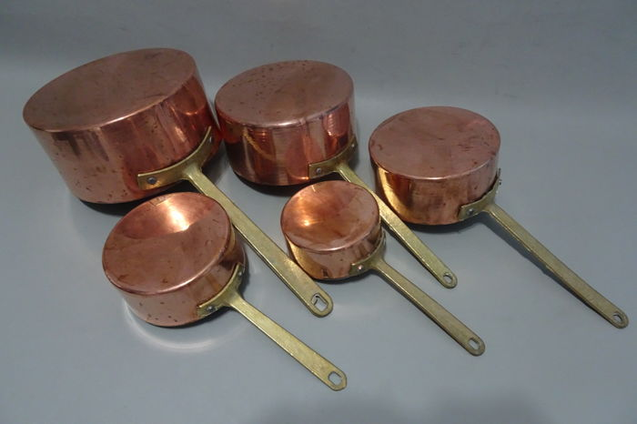 Set of 5 red copper pans