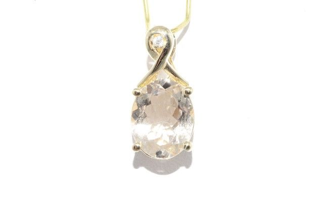 14 kt yellow gold pendant with 2.75 ct morganite and 0.01 ct diamond