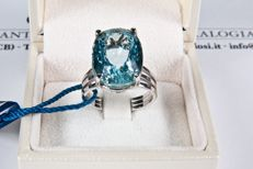 White gold ring with Brazilian aquamarine.