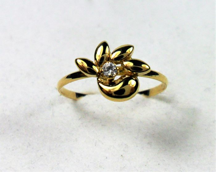 18 kt yellow gold ring with inlaid diamond  Size 10