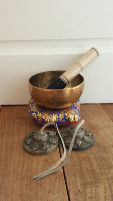 A handmade singing bowl + 1 cymbal  - Nepal - second half 20th century