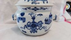 White & blue Chinese porcelain pot - China - 19th century