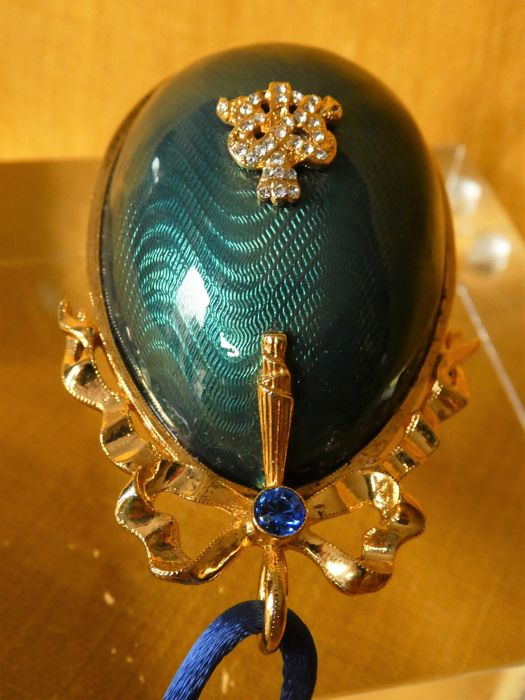 From the Imperial Collection of Fabergé - An emerald green Guilloche Egg with a Secret compartment - Signed