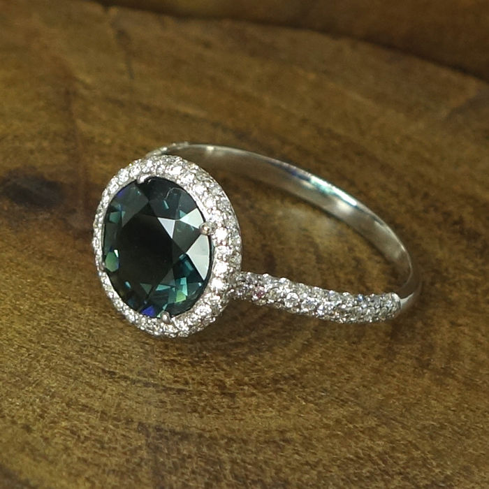 Engagement ring in 18K white gold, 0,49ct diamonds  and green Tourmaline - size 15